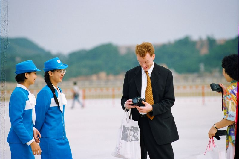 A visitor shoots aerobatic display in 1998. [Photo by Yan Xing].jpg