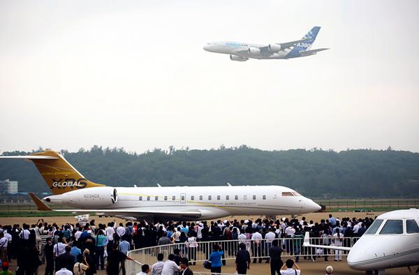 Aerobatic flight(1) in 2008 [Photo by Yu Yanmin]_副本.jpg