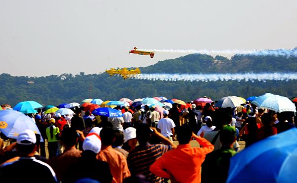 British Golden Dream aerobatic team performs in 2008. [Photo by Yu Yanmin]_副本.jpg