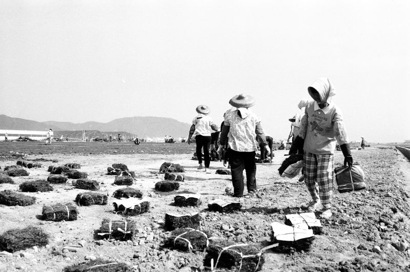 Airshow site construction(1) in 1996 [Photo by Yan Xing].jpg