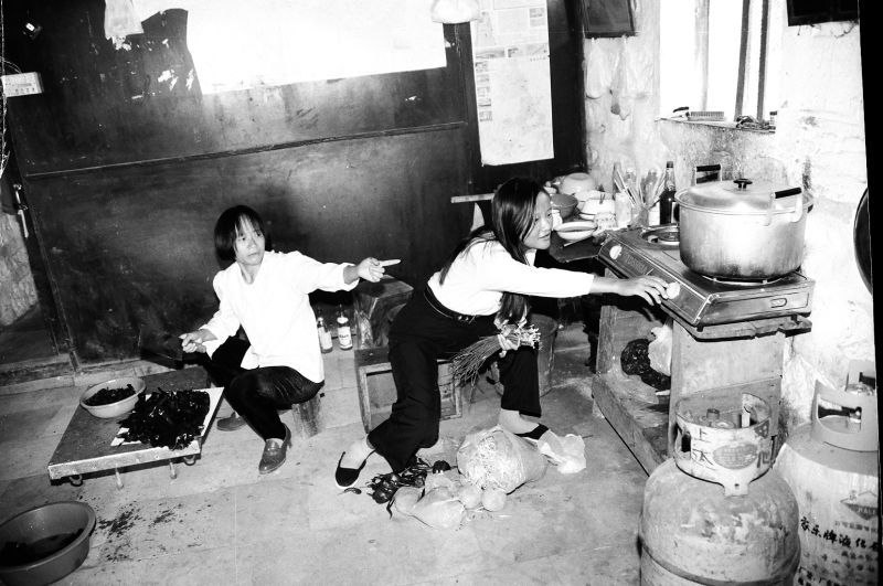 Construction workers under hard conditions in 1996 [Photo by Yan Xing].jpg