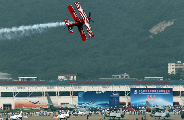 Aerobatic performance(4) in 2010 [Photo by Cheng Lin]_副本.jpg