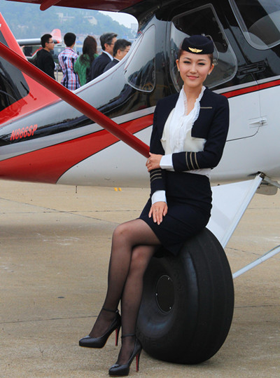 Airline stewardess in duty in 2012 [Photo by Cheng Lin]_副本.jpg