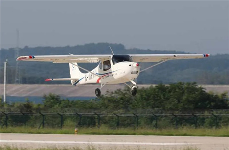 Zhuhai-made light sport aircraft takes off in Hubei