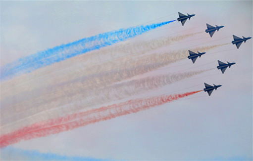 PLA aerobatic team launches Airshow China on Tuesday